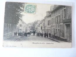 A Vendre   Belle Carte  De  Moisselles. Grande Rue, Calèches Et Nombreux Personnages. Petit Prix - Moisselles