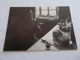 PHOTO B GRANGE  CAMPAGNE  UN CERTAIN REGARD   HOMME A LA MAISON CAFE CIGARETTE PAIN POMMES - Illustrateurs & Photographes