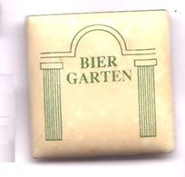 N128 Pin's Bière Beer Bier Garten Biergarten Qualité Porcelaine Achat Immédiat - Bière
