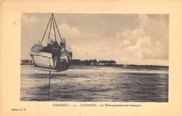 AFRIQUE NOIRE - DAHOMEY (actuel MALI) COTONOU : Le Débarquement Des Passagers - CPA - Black Africa - Dahomey