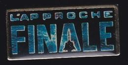 65757- Pin's-Télévision.médias.Cinéma-L'Approche Finale Est Un Film De Eric Steven Stahl. Synopsis - Cine