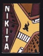 65760- Pin's-Télévision.médias.Cinéma-Nikita Est Un Thriller  Réalisé Par Luc Besson, - Cine