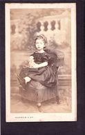 CDV DAGRON PARIS :   Petite Fille  Avec Poupée ( Dédicace : Marie Julie Oliver   à Identifier Vintage Albumen Circa 1860 - Oud (voor 1900)