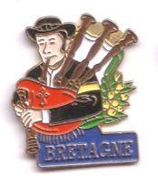 F335 Pin's Musique Folklore CORNEMUSE BRETAGNE Achat Immédiat - Musique