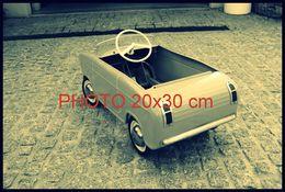 RARE PHOTO................ VESPA 400 A PEDALES (FACON SEPIA) DANS LES ANNEES 60's - Auto's