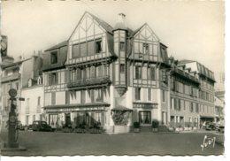 12500 Aveyron - ESPALION - L'Hôtel Moderne - Traction Citroën, Pompe à Essence - Qualité Photo Véritable - Espalion