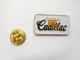 Beau Pin's , Auto , Cadillac , US - Pin's & Anstecknadeln