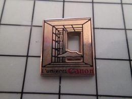 415b Pin's Pins / Rare & Belle Qualité !!! THEME : ARTHUS BERTRAND / ARCHE DE LA DEFENSE L'UNIVERS CANON - Arthus Bertrand