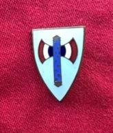 INSIGNE BLEUE MARÉCHAL PÉTAIN DE L'ORDRE DE LA FRANCISQUE GALLIQUE  3CM - Militaria