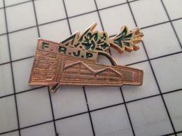 415b Pin's Pins / Rare & Belle Qualité !!! THEME : MARQUES / METAL JAUNE USINE ENTREPOT FRJP BOUQUET DE FLEURS - BD