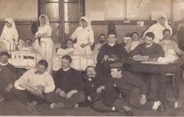 Non Située (Carte Photo) - Infirmières Et Militaires Dans La Chambre D'un Hopital - To Identify