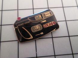 415b Pin's Pins / Rare & Belle Qualité !!! THEME : PHOTOGRAPHIE / APPAREIL PHOTO FRANCE LOISIRS DX 900 - Fotografía