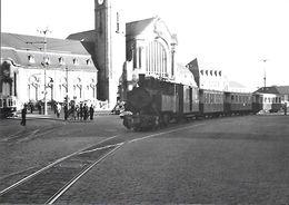 Luxembourg - Place De La Gare - En Tête Du Train,une Maillet ( Série 401-404,SACM.Grafenstaden 1904 ) 9.8.1953 - Lussemburgo - Città