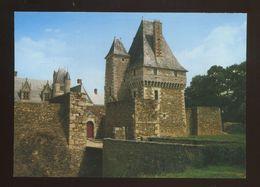 Haute-Goulaine (44) : Le Chateau, Le Pont Levis Sur Les Douves Et La Tour Des Archives - Haute-Goulaine
