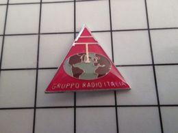415b Pin's Pins / Rare & Belle Qualité !!! THEME : MEDIAS / Pour Toi Gori Le Goret ! AT GRUPPO RADIO ITALIA - Médias