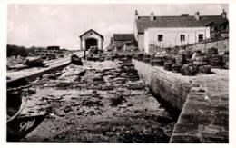 CPA - ILES De GLENANS - La CALE Du Bateau De Sauvetage Et Les Casiers à Homards … - Edition Artaud Gaby - Other Municipalities