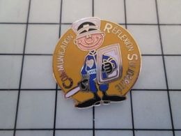 115e Pin's Pins / Rare & Belle Qualité !!! THEME : POLICE / CRS COMMUNICATION REFLEXION SOLIDARITE étranglement éborgnag - Police