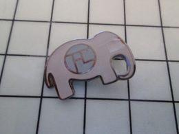 115e Pin's Pins / Rare & Belle Qualité !!! THEME : ANIMAUX / ELEPHANT GRIS CLAIR Par RMN REUNION DES MUSEES NATIONAUX - Animals