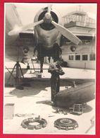 Lot 2 Photos Originales De Réparation Des Vessies De Freins D'un Bloch 161 SE.161 Sur L'aéroport D'Istambul En 1949 - Aviation