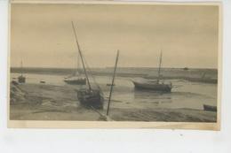 OUISTREHAM - Cliché Montrant Le Petit Port De OUISTREHAM à Marée Basse En 1923 - Ouistreham
