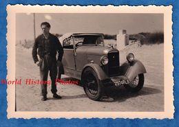 Photo Ancienne Snapshot - Belle Automobile AMILCAR ? - Voir Calandre - Monument Militaire ? En Arriere Plan - Auto - Auto's