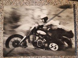 Photo Vintage. Original. Course Automobile. Moto Avec Un Numéro. Au Gagnant. Lettonie - Automobiles