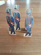 Ensemble De Découis Cartonnés, Militaire, Soldats De L' Allemagne, Schuler Waschpulver, Suisse, Hauteur Env. 8,5 Cm - Découpis