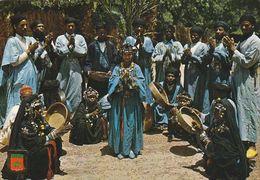 Carte Postale. Maroc Typique. Groupe Folklorique De Tata. Musique. Danse. Costumes. Instruments. Etat Moyen. - Musique