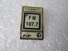 PIN'S   AUTOROUTE INFO  107, 7  RADIO - Médias