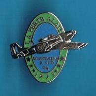 PIN'S //  ** LA FERTÉ-ALAIS / MUSTANG P.51D P.A. / 1993 ** - Avions