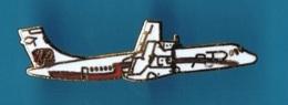 PIN'S //  ** AVION / ARKIA ATR 72 / BIMOTEUR à TURBOPROPULSEURS ** - Avions