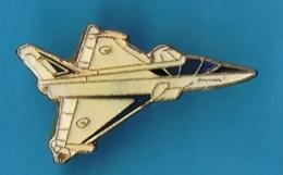 PIN'S //  ** AVION DASSAULT / LE RAFALE ** . (Démons & Merveilles) - Avions
