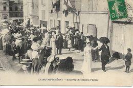 79. Deux-Sèvres, La Mothe-Saint-Héray, Rosières Se Rendant à L'Eglise. - La Mothe Saint Heray