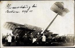 Photo Cp Abgestürztes Britisches Kampfflugzeug 1915, Soldaten - Non Classés