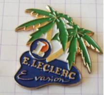 Pin's - E. LECLERC  Evasion - Voyage Palmiers - Pin's