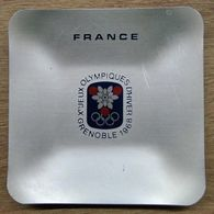 CENDRIER FRANCE JEUX OLYMPIQUES D'HIVERS 1968 GRENOBLE / GRENOBLE RIONDFT FRANCE - Apparel, Souvenirs & Other