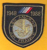 Superbe Ecusson Tissu En Souvenir Des Anciens D'AIR FRANCE 1948-1988 - Scudetti In Tela