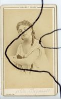 Photographie CDV. Alice Regnault . Portrait D'une Femme Actrice Comédie Française,Opéra. DISDERI PHOTO - Anciennes (Av. 1900)