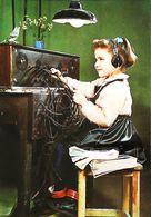 CArte Postale  CPSM  Enfant  Téléphone  Standard - Telephony