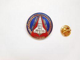 Beau Pin's En EGF , Espace , NASA , Navette Spatiale  , ATTENTION : Pin's Décoloré - Espace
