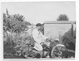 PETITE PHOTO ANCIENNE MOTO A IDENTIFIER  ** PEUGEOT ? TERROT ? AUTRE MARQUE ? - Cyclisme