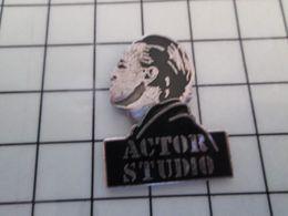415c Pin's Pins / Rare & Belle Qualité !!! THEME : CINEMA / ACTOR'S STUDIO MARLON BRANDO Par DEMONS & MERVEILLES - Cine