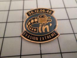 316a Pin's Pins / Rare & Belle Qualité !!! THEME CINEMA /  FILM CAMERA EVASION EXTREME .. + Fort Que La Grande Evasion ? - Cine