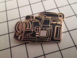 316a Pin's Pins / Rare & Belle Qualité !!! THEME CINEMA / CAMESCOPE SUPER VHS JVC Grand Pin's - Films