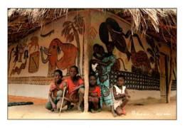 CPM - GUINEE - Région De KINDIA - Maison Traditionnelle ... Photo M.Ascani ... Edition Papeterie Centrale - Guinée