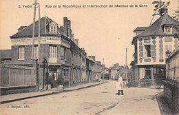 76 - N°111535 - Yvetot - Rue De La République Et Intersection De L'Avenue De La Gare - Yvetot