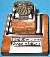 Bague En Bronze. Epoque Médiévale. - Archéologie