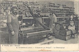CPA Oyonnax Industrie Du Peigne Le Découpage - Oyonnax