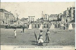 LES SABLES D OLONNE - La Plage Et La Place Du Palais De Justice - Sables D'Olonne