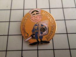 316a Pin's Pins / Rare & Belle Qualité !!! THEME : POLICE / CRS COMMUNICATION REFLEXION SOLIDARITE Les Rois Du LBD éborg - Police